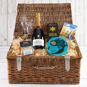 Champagne Hamper, Luxury Wicker Hamper, Cotswold Food & Drink Hamper, UK delivery, Bottle Champagne, Champangne Gift, Bollinger, Fizz, Gift, Truffles
