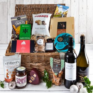 Christmas Hamper, Christmas Gift, Wicker Christmas Food Hamper, Cotswold Food Hampers, Luxury Gifts, Xmas Gift, Cotswold Xmas Gift, UK Delivery, Online Order, Luxury Wicker Hamper, Perfect Christmas Gift, Top 5 Must Have Christmas Hampers 2019