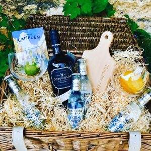Top 5 Must Have Christmas Hampers 2019, Gin Hamper, Cotswold Food Hampers, UK Delivery